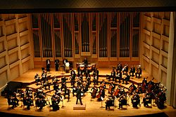 Imatge relacionada amb orquestra