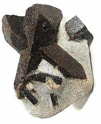 Imatge relacionada amb estaurolita