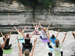 Imatge relacionada amb ioga